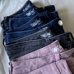 A bundle of Mossimo jeans in 00